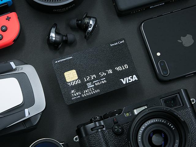 漆黒の「インヴァストカード」はポイントを自動現金化する
