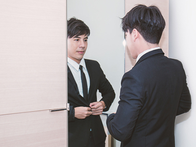 鏡の前に立つだけで、健康状態から感情までわかる!?